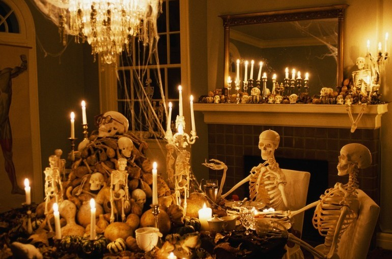 Frightening-Party-Halloween-Decorations-770x510